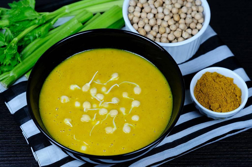 Řapíkatá polévka s vůní Indie
