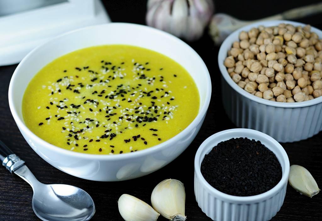 Cizrnovo-sezamová polévka