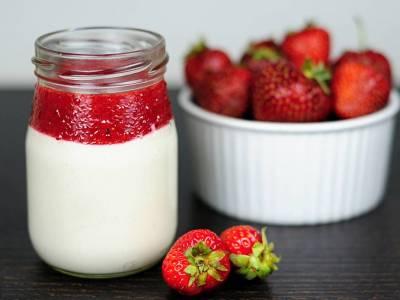 Raw jahodový jogurt