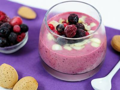 Fruit cream with almonds