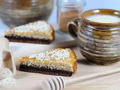 Dvoubarevný sezamový koláč