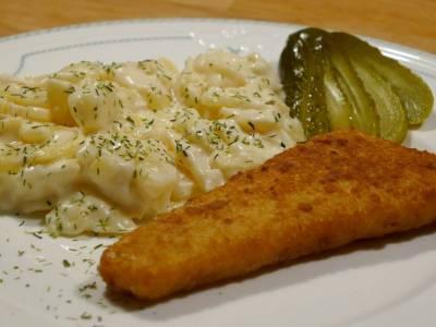 Smažený pangasius s bramborovým salátem