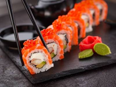 Sushi California roll s lososem