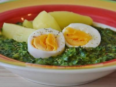 Špenát s bramborem a vejcem