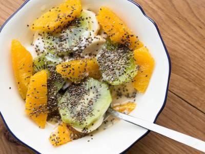Chia ovocný salát s jogurtem