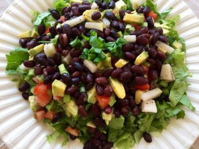 Fazolový salát s avokádem