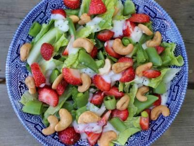 Fazolkový salát s jahodami