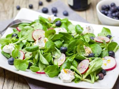 Salát s borůvkami