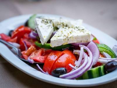 Zeleninový salát se sýrem fetta