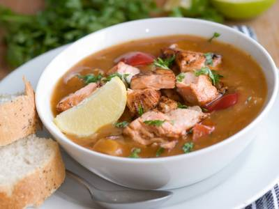 Pikantní polévka s lososem