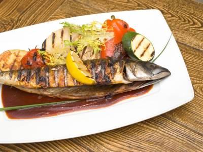 Grilovaná makrela se zeleninou